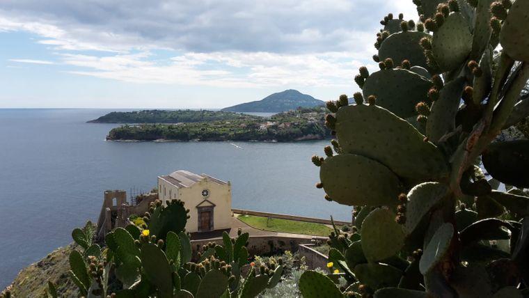 Das Kloster Santa Margherita wurde auf einen Felsen gebaut.