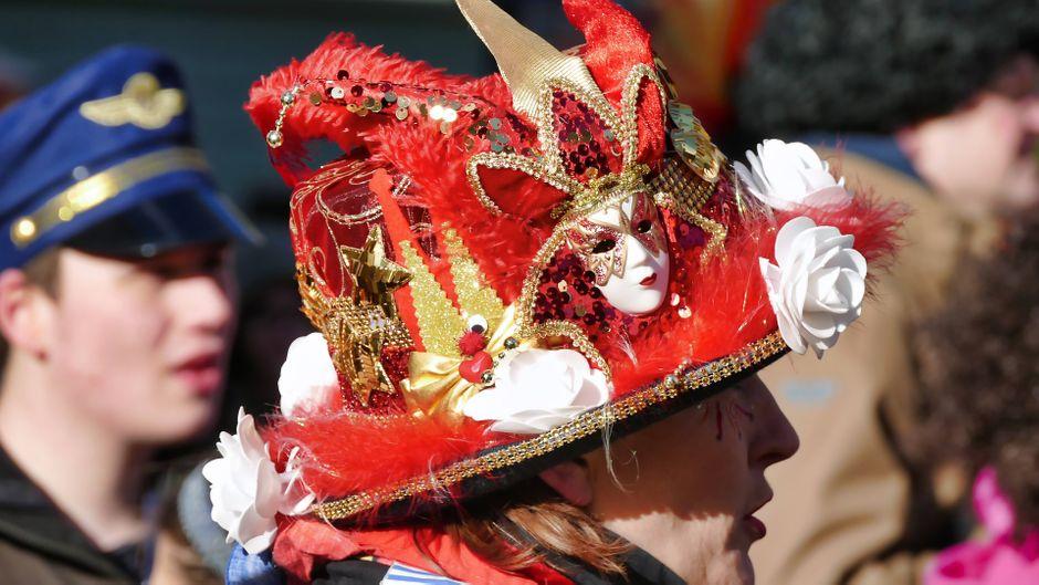 Jecken und Narren: Den Karnevalsumzug in Köln musst du miterlebt haben!