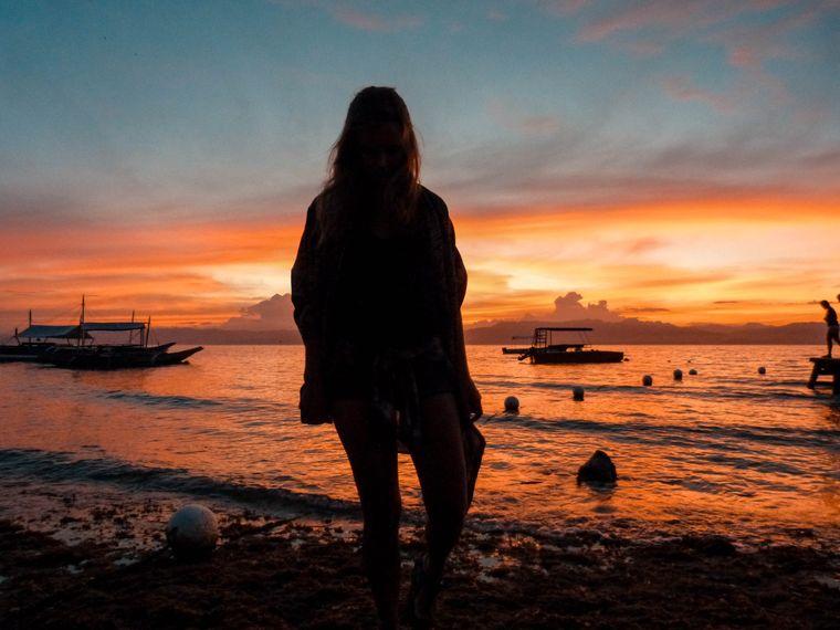 Am Panagsama Beach erlebten Lena und Oleg beeindruckende Sonnenuntergänge.