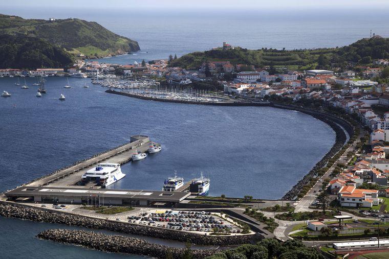 Die Hafenstadt Horta ist ein beliebter Anlaufpunkt für Segler aus aller Welt.