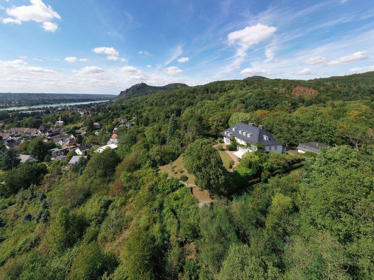 Die luxuriöse Villa Heckenfels bei Bad Honnef bietet einen tollen Blick über die Region.