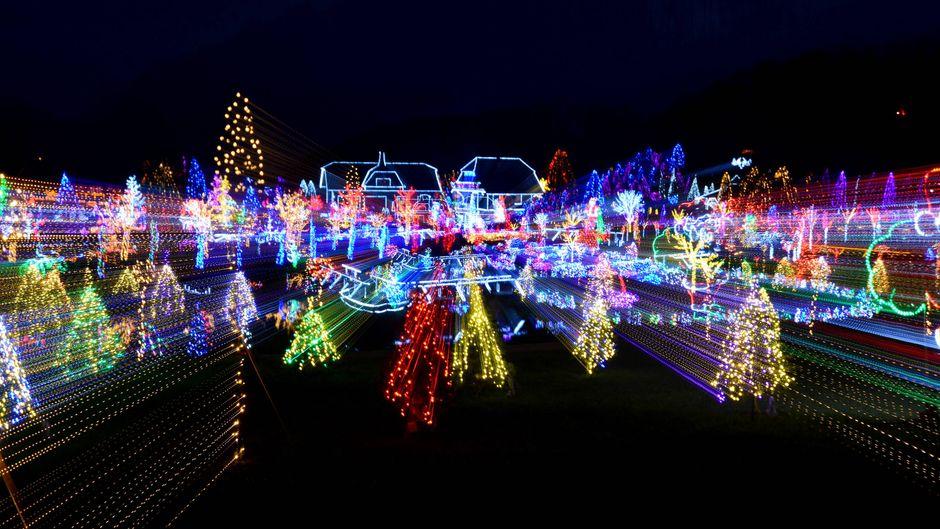 Weihnachtsbeleuchtung gehört auf jeden guten Weihnachtsmarkt. Wir stellen dir 20 Weihnachtsmärkte auf der ganzen Welt vor!