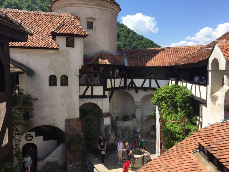 Blick in den Innenhof von Schloss Bran, Rumänien