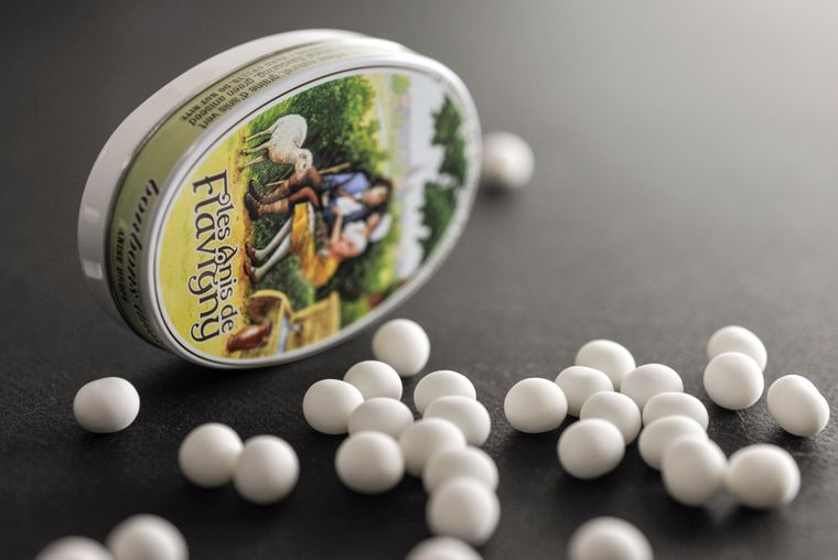 Flavigny-sur-Ozerain nordwestlich von Dijon ist als Heimat der ältesten Süßigkeit Frankreichs bekannt: Les Anis de Flavigny.