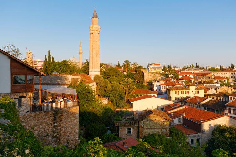 Das Yivli MInarett der gleichnamigen Moschee in Antalya ist bereits aus weiter Ferne zu sehen.