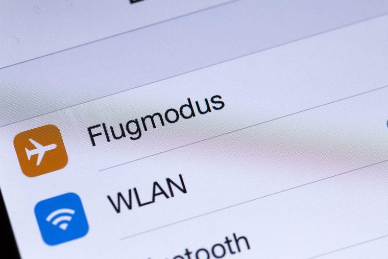 Flugmodus und WLAN auf einem Smartphone.