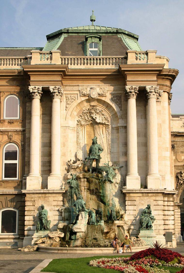 Der Matthiasbrunnen in Budapest.
