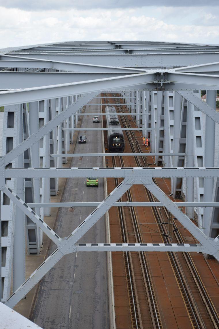 Über die Brücke führt der gesamte Schienenverkehr in Richtung Kopenhagen und Schweden.