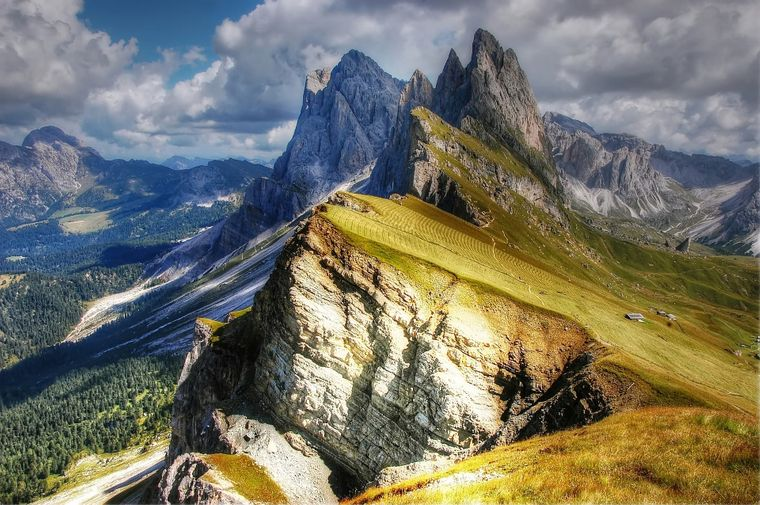Bergspitzen der Dolomiten im Grödnertal, Südtirol