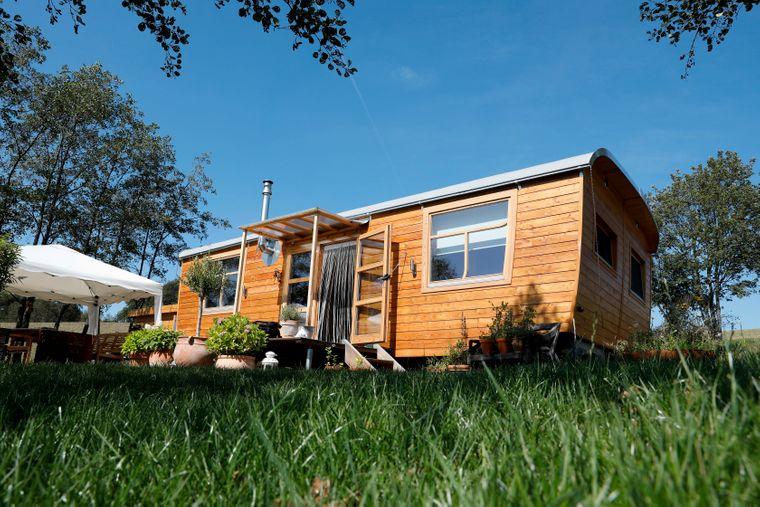 Alles im grünen Bereich: Auf einem Campingplatz kannst du dein Tiny House abstellen, urlauben und irgendwann ganz entspannt weiter reisen.
