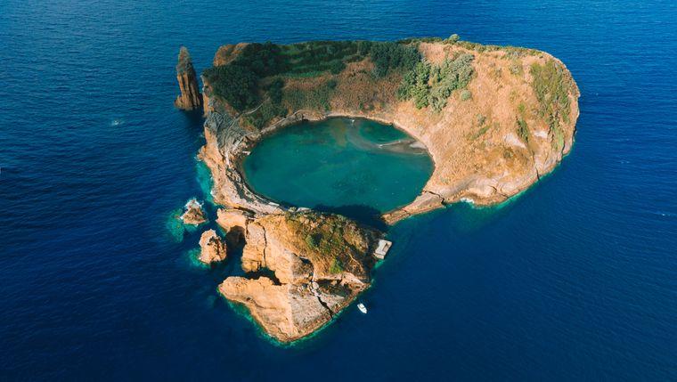 Die Ilhéu de Vila Franca do Campo entstand aus dem Krater eines unterseeischen Vulkans.