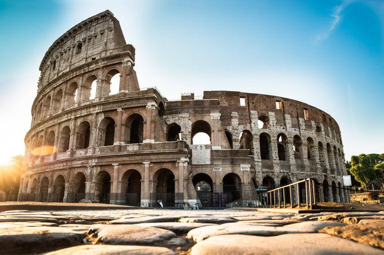 Das Kolosseum in Rom ist das größte je gebaute Amphitheater der Welt.