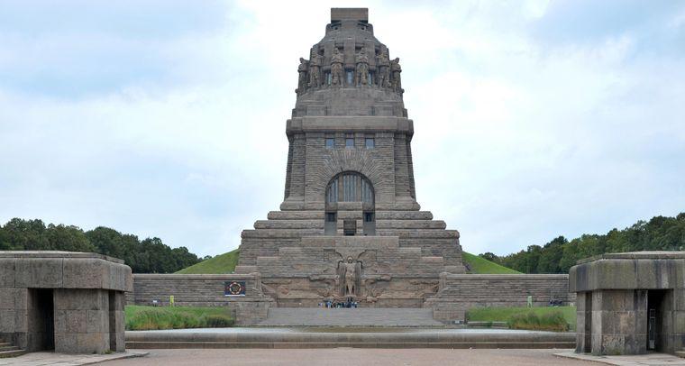 Kolossale 91 Meter hoch und 130 Meter breit ist das Völkerschlachtdenkmal. Die Sanierung des Leipziger Wahrzeichens war noch mal so aufwendig wie sein Bau vor über 100 Jahren.