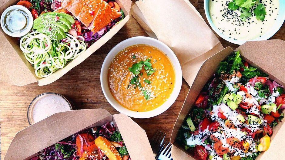 Veganes Essen in Lieferboxen.