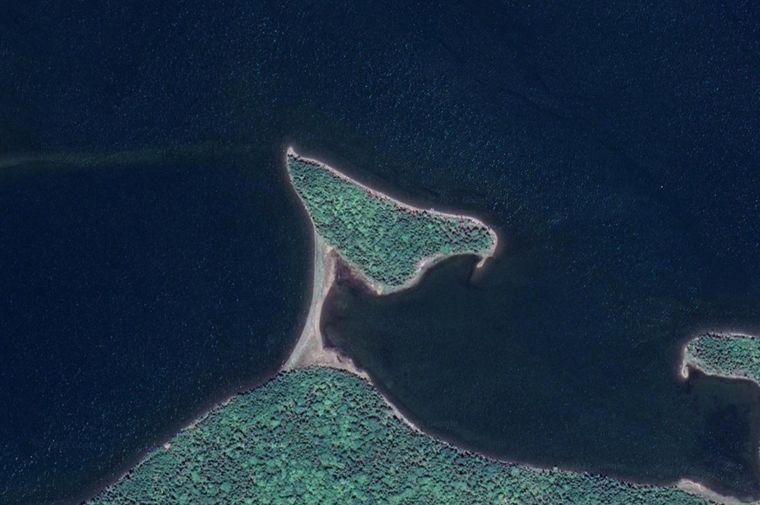 Auf Half Island entdeckst du noch Schätze der Vorbesitzer ...