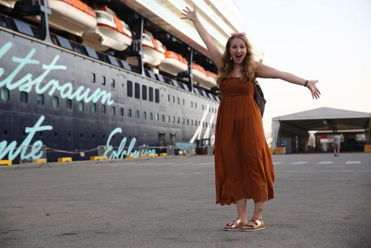 """In Valletta ging Carina an Bord der """"Mein Schiff 2"""". Vor ihrer ersten Kreuzfahrt war sie ganz schön aufgeregt und freute sich riesig auf das vor ihr liegende Abenteuer."""