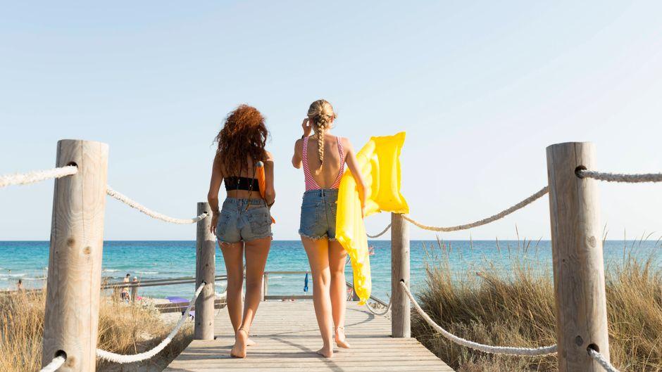 Kann der Sommerurlaub kostenlos storniert werden? Ein Gutachten der Verbraucherzentrale Bundesverband sagt: Ja. (Symbolfoto)