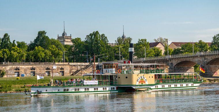 """Die 1898 gebaute """"Pirna"""" ist eine von neun Raddampfern der Sächsischen Dampfschiffahrt, der ältesten und größten Raddampfer-Flotte der Welt."""