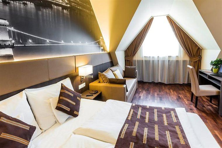 12 Revay Hotel in Budapest.