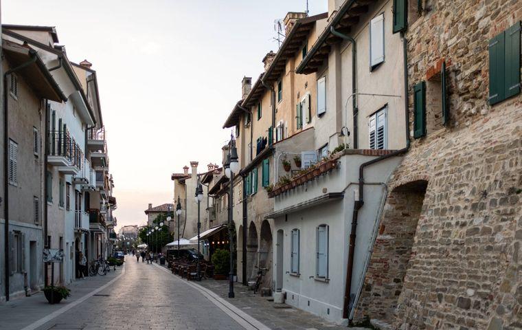 Malerische Gasse auf Albarella.