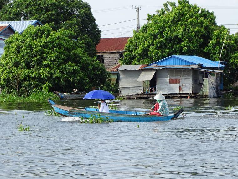 Bootsausflüge gehören zum Ausflugsprogramm. Dabei kommt man den Menschen am Fluss recht nah.