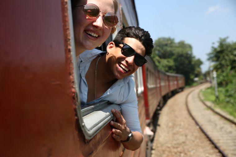 Auch eine Fahrt mit dem Zug nach Galle wollten sich Carina und Eduardo nicht entgehen lassen.