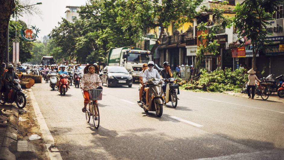 Verkehr auf Straße in Hanoi