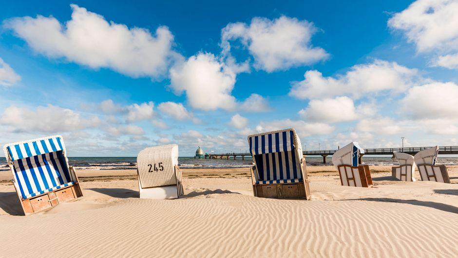 Im Sommer im Strandkorb auf die Ostsee schauen? Die Chancen dafür stehen trotz Corona nicht schlecht.