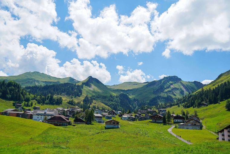 Stoos ist ein autofreies Dorf und Skigebiet auf dem Gebiet der Gemeinde Morschach im Schweizer Kanton Schwyz.