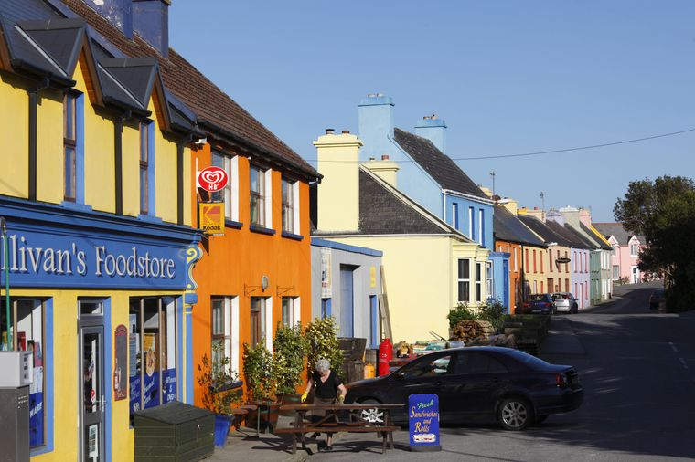 Das kleine Nest Eyeries gilt als buntestes Dorf Irlands.