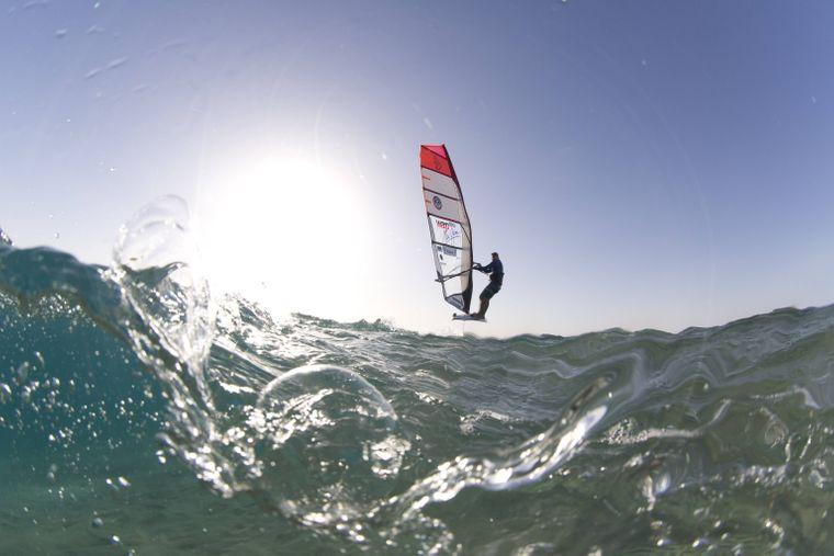 Adrenalin pur beim Windsurfen auf der Nordsee.