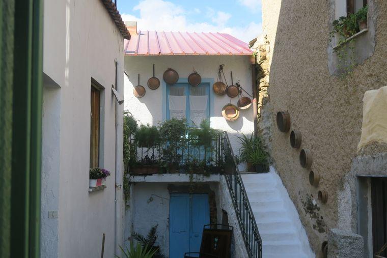 In viele Dörfern auf Sardinien, wie hier in Lula, ist die Zeit stehen geblieben.