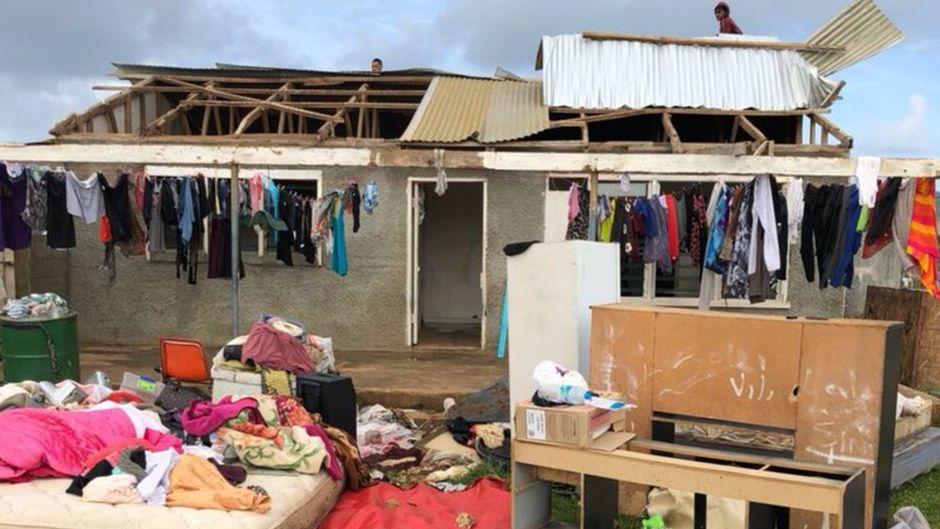 "Abgedecktes Haus auf Tonga nach Wirbelsturm ""Gita""."