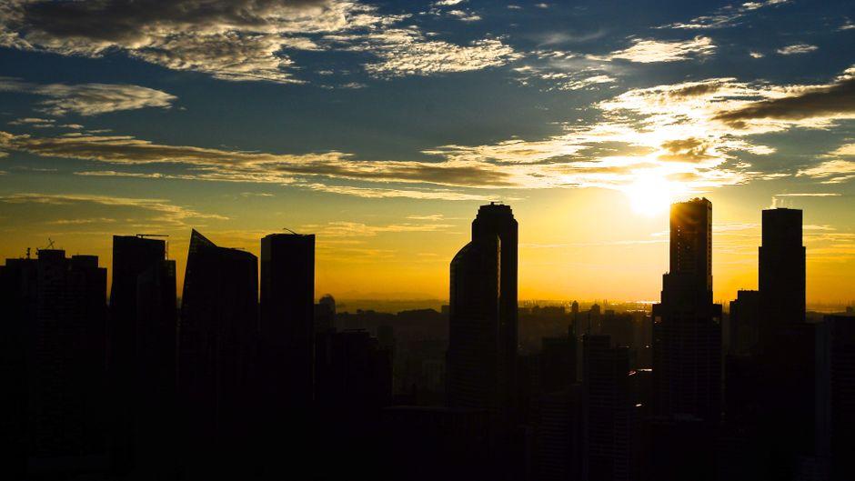 Die Skyline von Singapur, Südostasien.