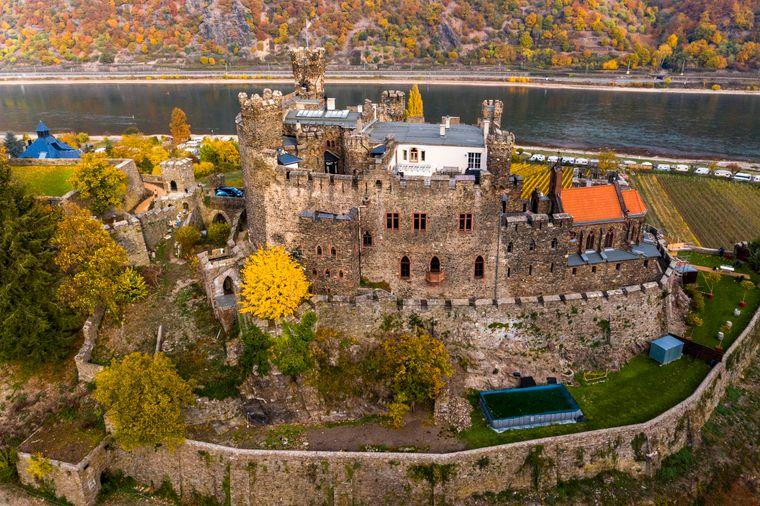 Burg Reichenstein in Trechtingshausen im Oberen Mittelrheintal.