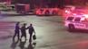 Troy Fattun wird von Polizisten am Flughafen Newark Liberty abgeführt.