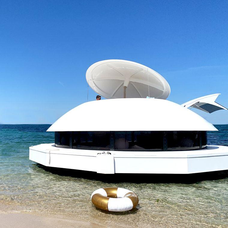 Das Hausboot am Strand.
