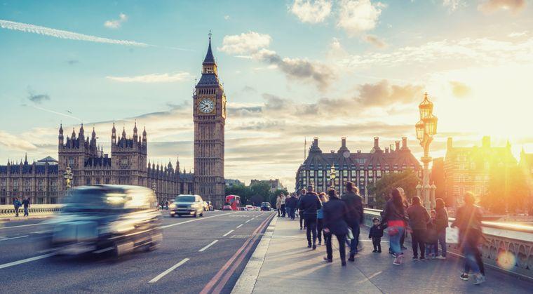 Das House of Parliament mit Big Ben in London zum Sonnenuntergang.
