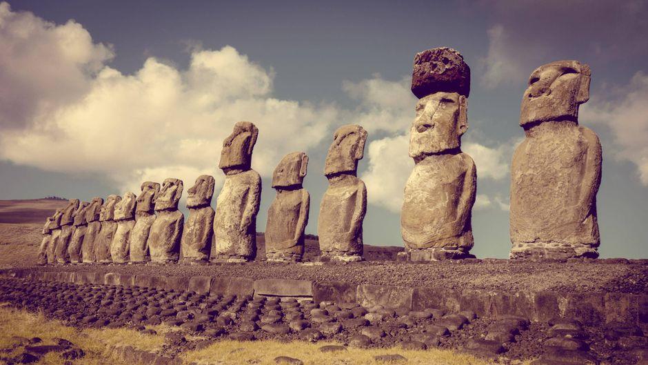 Die Moai-Statuen wurden von Ureinwohnern erbaut.