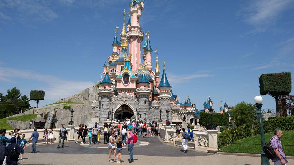 Das Schloss im Disneyland Paris lässt nicht nur Kinderaugen strahlen.