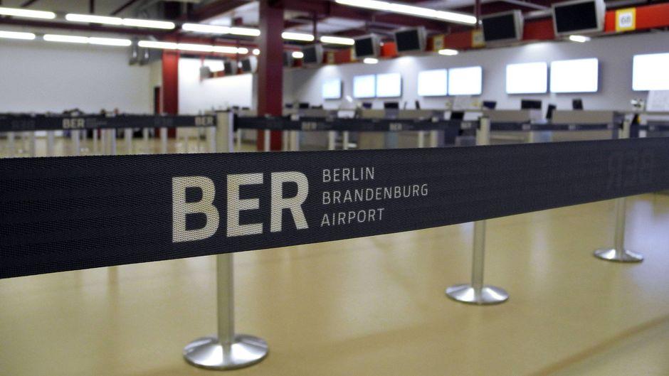 Auch wenn eine Berliner S-Bahn den im Bau befindlichen Flughafen zweimal nächtlich zur Betriebspause anfährt, müssen wir auf die Eröffnung nach wie vor warten.