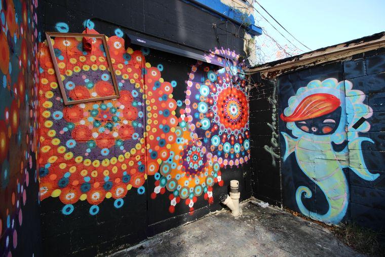 In den Parallelstraßen zur Central Avenue im 600 Block hat sich die Mural-Art-Szene verewigt.
