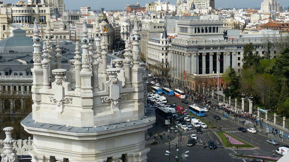 Eine Straße in Madrid – in der Hauptstadt Spaniens könnte es bald eine Touristensteuer geben.