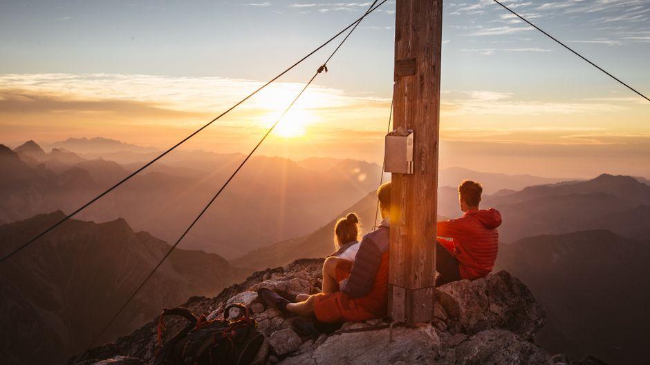 Urlaub in Österreich lohnt sich: Wer eine Sonnenaufgangswanderung aufs Wartherhorn macht, vergisst diese Aussicht garantiert nicht.