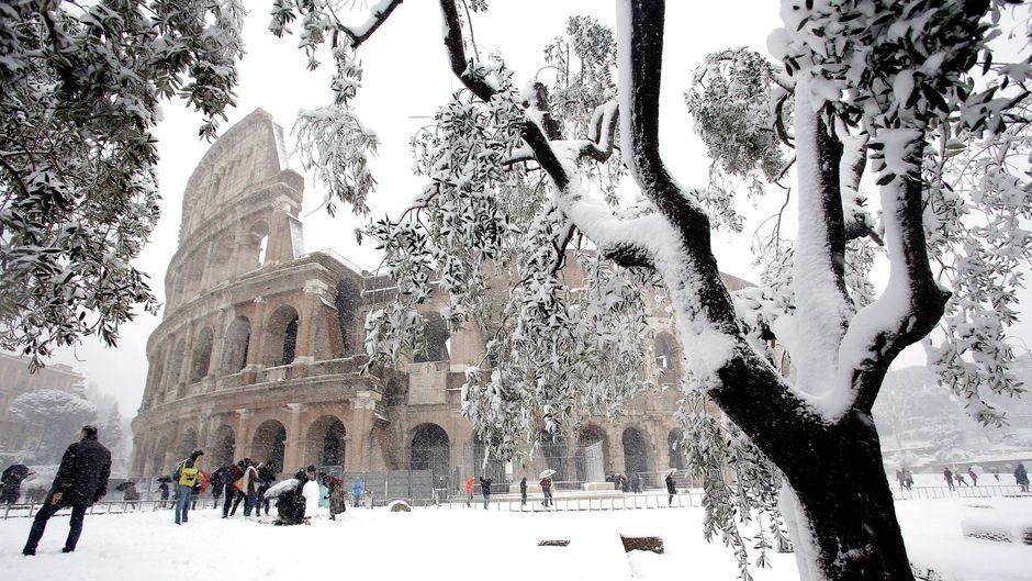 Das Kolosseum in Schnee gehüllt: Das gibt's nur ganz selten.