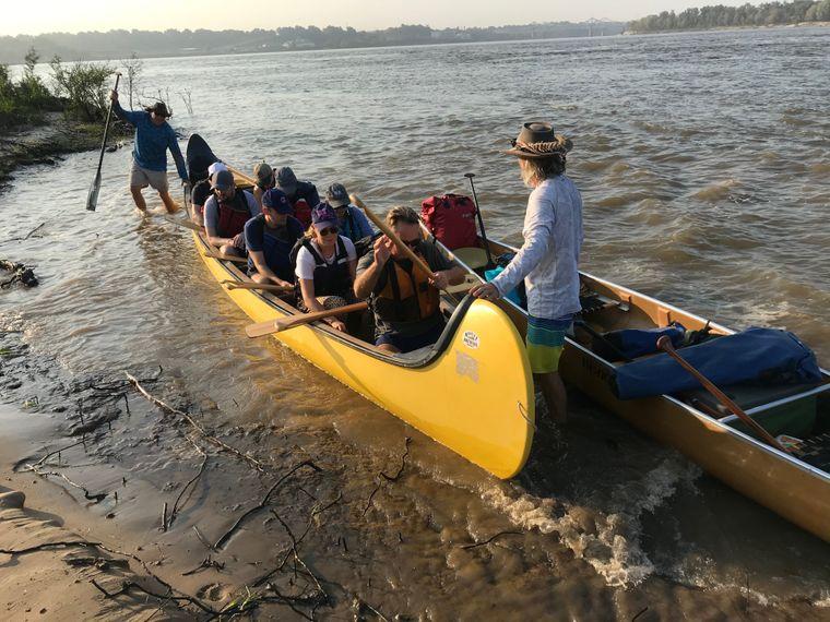Der Mississippi River lässt sich gut bei einer Tour mit dem Kanu erkunden.