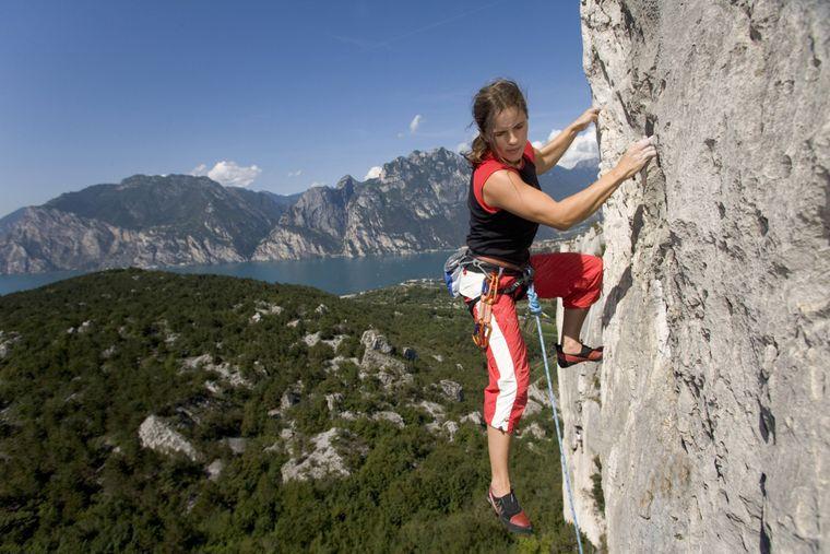 Freeclimbing gehört zu den beliebtesten Urlaubs-Aktivitäten in den italienischen Alpen.