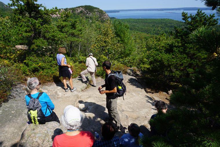 Wanderung im Acadia Nationalpark in Maine (USA).