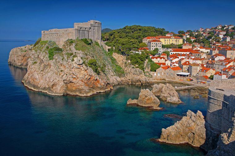 Blick auf Stadt und Burg von Dubrovnik, Kroatien.