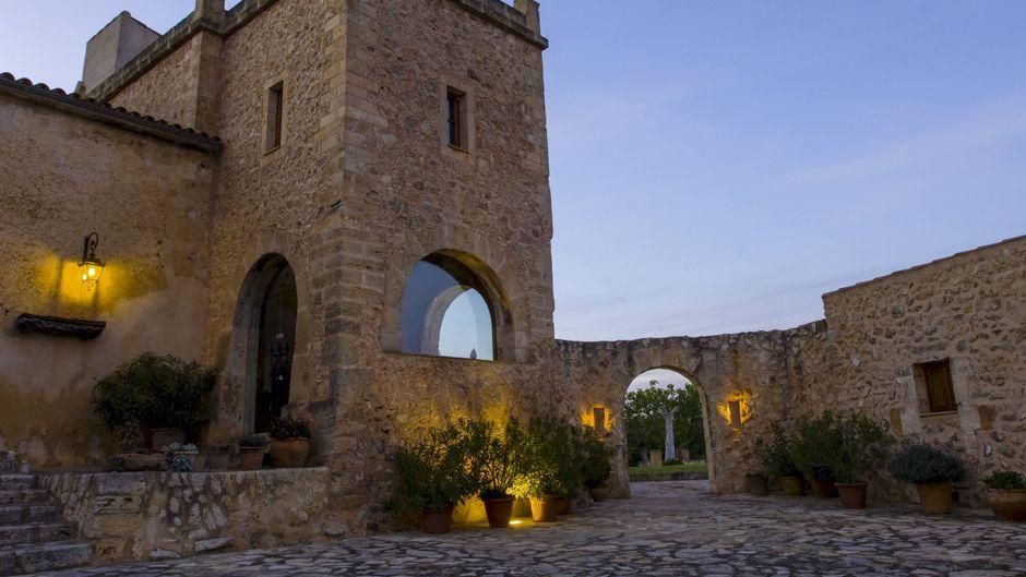 Herrenhaus statt Bettenburg: In Manacor auf Mallorca kannst du deinen Urlaub in geschichtsträchtigen, typisch mallorquinischen Unterkünften verbringen.